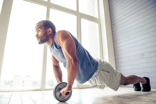 Accesorios para poder entrenar en casa rueda abdominales