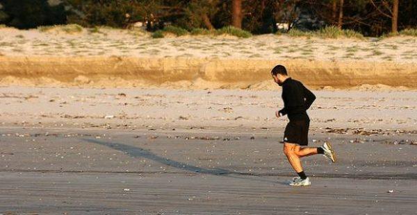 andar-y-correr-en-ayunas-para-adelgazar-playa