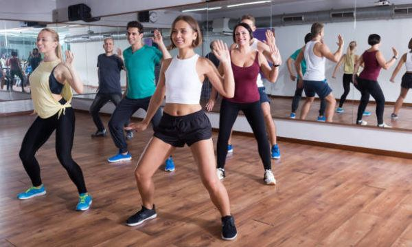 Bailes que ayudaran a fortalecer gluteos piernas