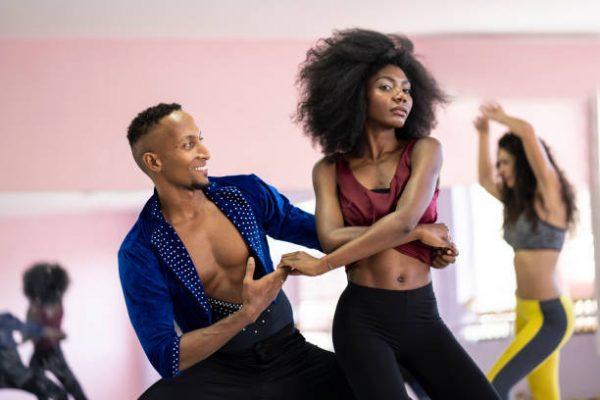 Bailes que nos ayudaran a fortalecer gluteos piernas