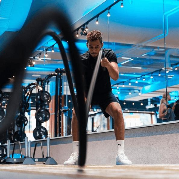 Ejercicios multiarticulares para perder peso levantamiento cuerdas