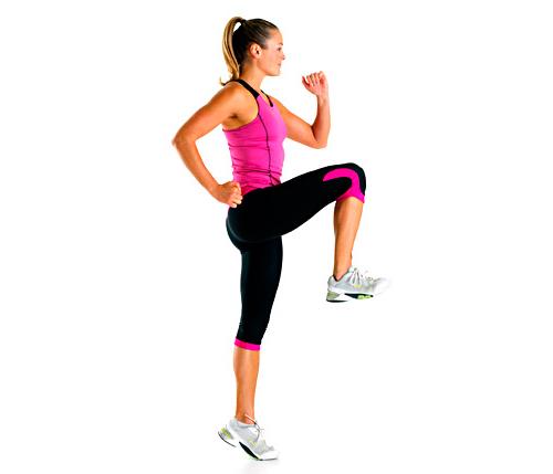ejercicios-para-hacer-en-casa-corer-elevando-rodillas