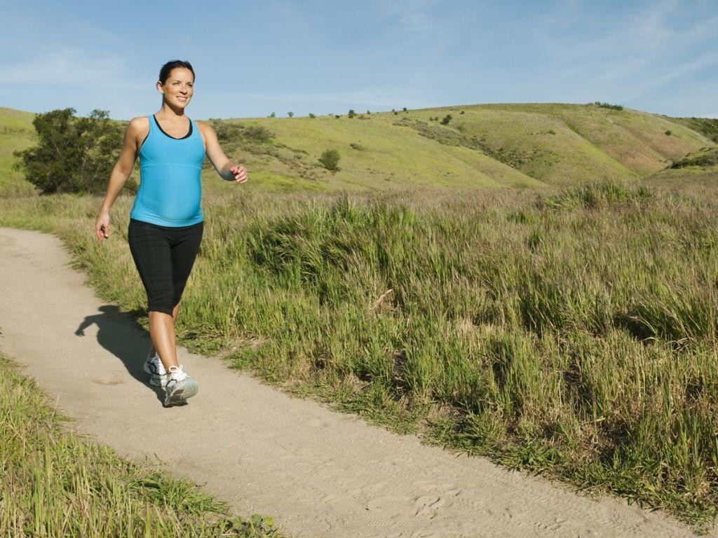 ejercicios-durante-el-embarazo-caminata