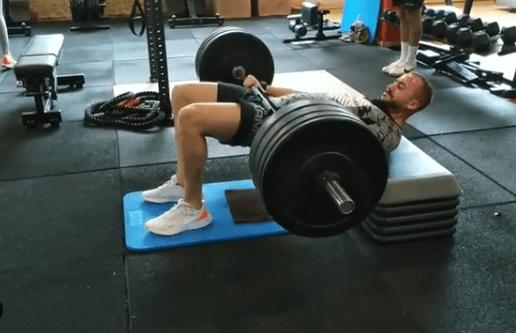 10 ejercicios de glúteos perfectos para hombres extensión cadera