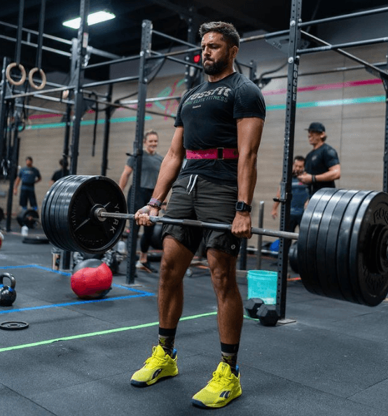 10 ejercicios de glúteos perfectos para hombres peso muerto
