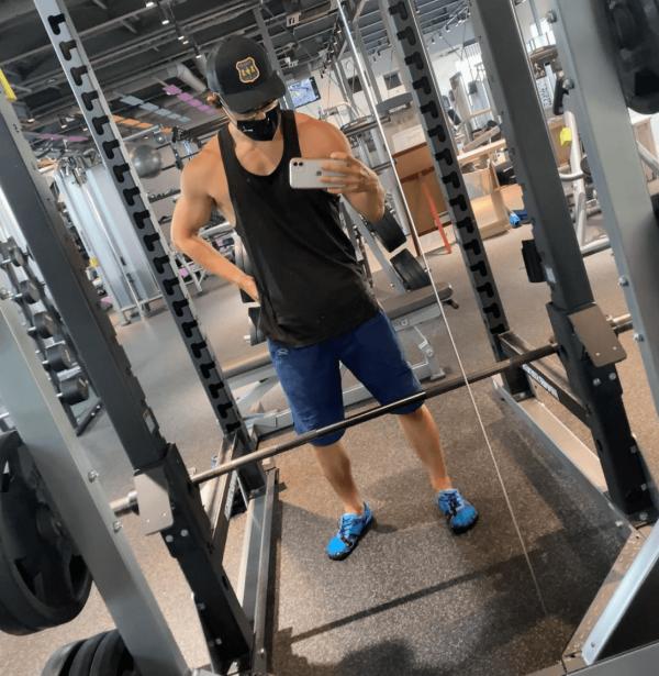 La mejor rutina de pesas HIIT para definir tus músculos sentadillas