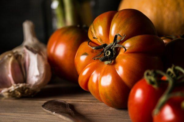 Los 15 alimentos con los que sacaras abdominales tomate