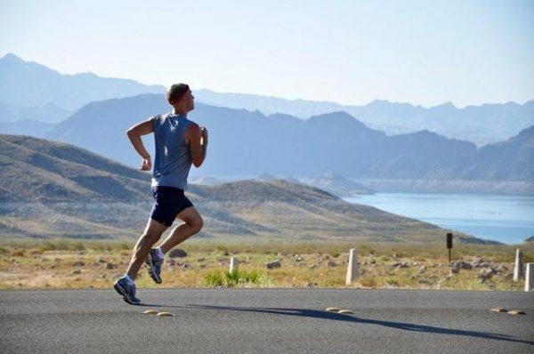 Los mejores accesorios fitness para hacer deporte en la playa o en la montaña running montaña