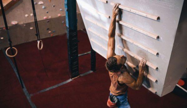 Los mejores accesorios para entrenar la escalada Campus Board