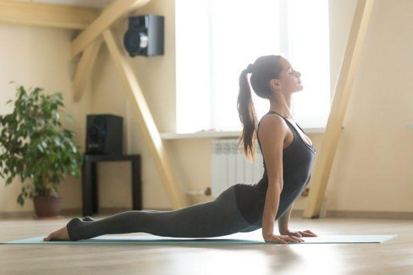 Los mejores ejercicios para entrenar la espalda en casa estiramientos