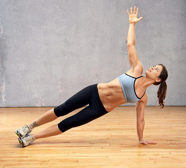 los-mejores-ejercicios-para-perder-barriga-plancha-lateral