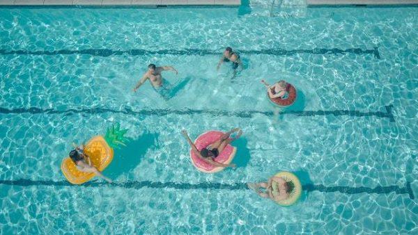 Los mejores juegos acuáticos para disfrutar de la piscina equipo