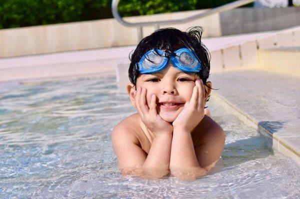 Los mejores juegos acuáticos para disfrutar de la piscina pequeñajo