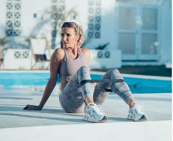 Los mejores ejercicios básicos para entrenar con bandas elásticas fitness