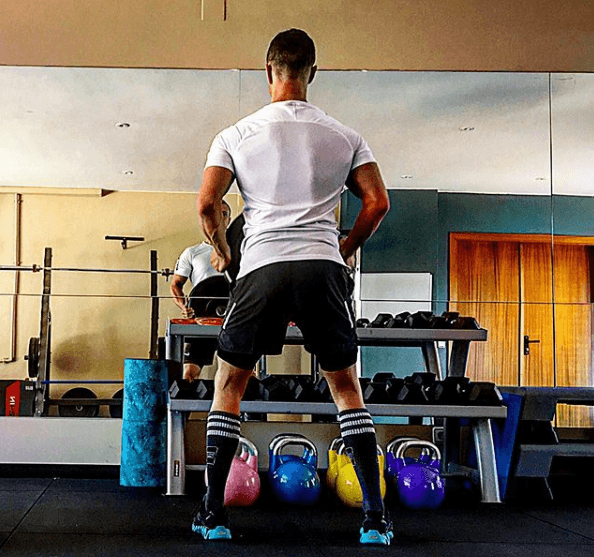 Los mejores ejercicios para desarrollar la espalda: jalones, remos, lumbares y variantes peso muerto
