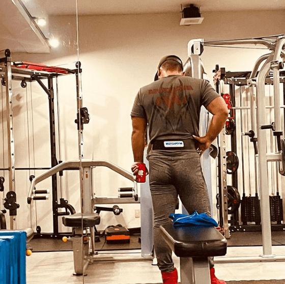 Los mejores ejercicios para desarrollar la espalda: jalones, remos, lumbares y variantes en banco