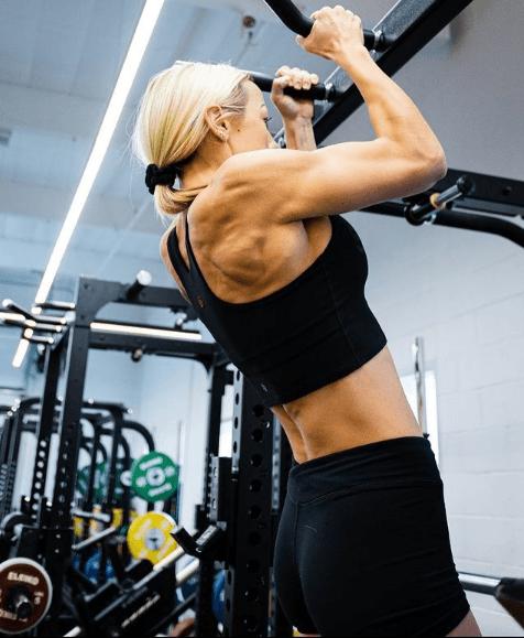 Los mejores ejercicios para desarrollar la espalda: jalones, remos, lumbares y variantes dominadas