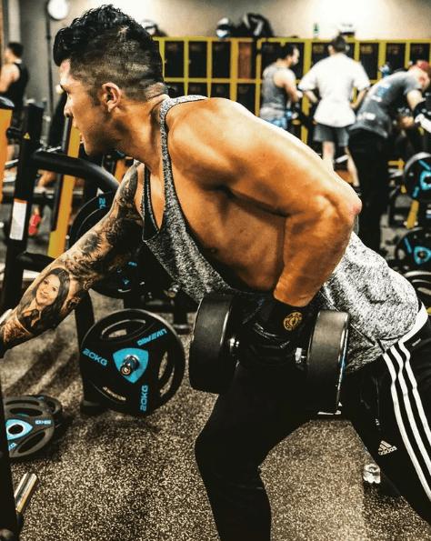 Los mejores ejercicios para desarrollar la espalda: jalones, remos, lumbares y variantes remo mancuerna