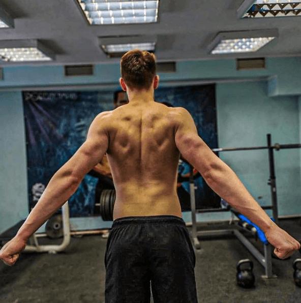 Los mejores ejercicios para desarrollar la espalda: jalones, remos, lumbares y variantes