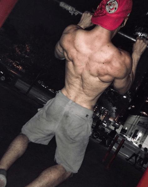 10 mejores ejercicios multiarticulares para ganar masa muscular dominadas