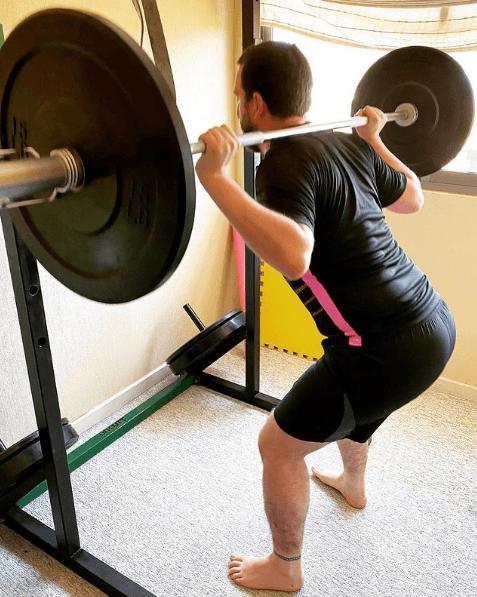 Los mejores ejercicios para tonificar el glúteo en casa sentadilla