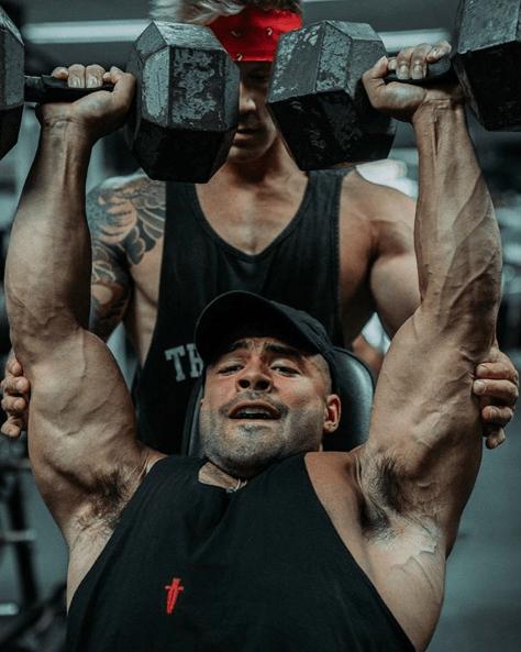 Press Arnold: qué es, cómo se hace y que músculos se trabajan paso a paso