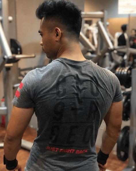 Press Arnold: qué es, cómo se hace y que músculos se trabajan prevenir las lesiones