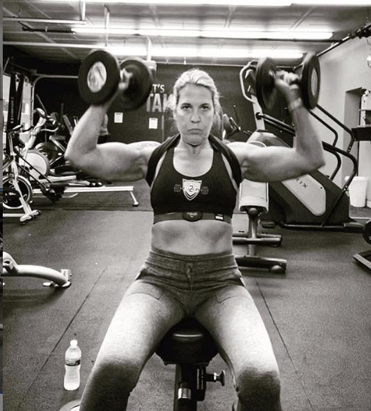 Press Arnold: qué es, cómo se hace y que músculos se trabajan sentado
