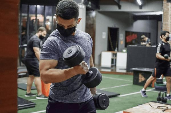¿Qué es el entrenamiento HIFT? Diferencias con el HIIT y sus beneficios bíceps