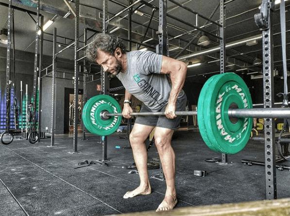 Remo con barra: qué es; cómo se hace; que músculos se trabajan y cuáles son sus variantes joanmiroquai