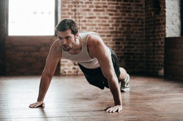 Ejercicios de pilates para principiantes flexiones apoyando rodillas