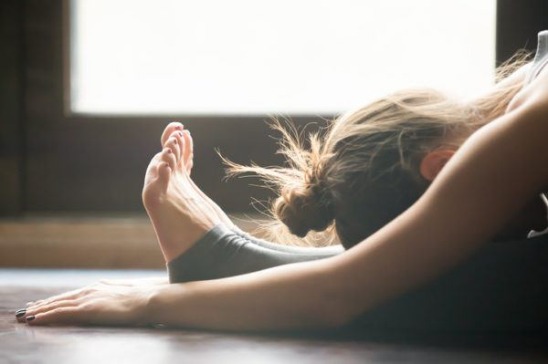 Ejercicios de pilates para principiantes roll up estirar espalda