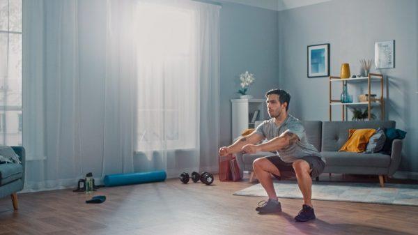 Como entrenar pierna en casa durante la cuarentena por el coronavirus sentadillas