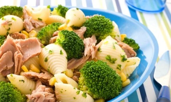 dieta-perfecta-para-definicion-verano-comida-pasta-atun-verduras