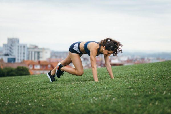 Ejercicios aerobicos que ayudan a destapar los abdominales burpees