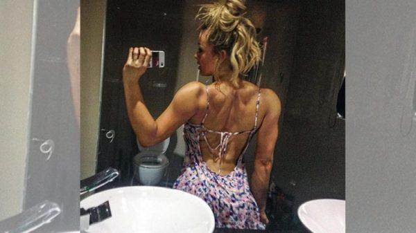 las-mejores-chicas-fitness-con-cuerpos-increibles-MAGGIE-RUSSELL-espejo-espaldas