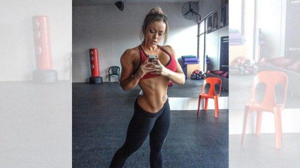 las-mejores-chicas-fitness-con-cuerpos-increibles-MAGGIE-RUSSELL-selfie
