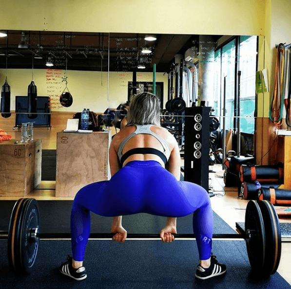 Los 5 mejores ejercicios multiarticulares para adelgazar peso muerto gym