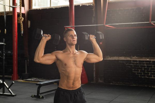 Los mejores ejercicios para los grupos musculares deltoides