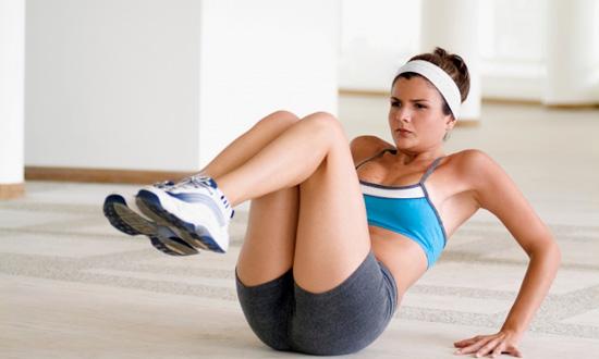 tabla-de-abdominales-en-ocho-minutos-rodillas-al-pecho