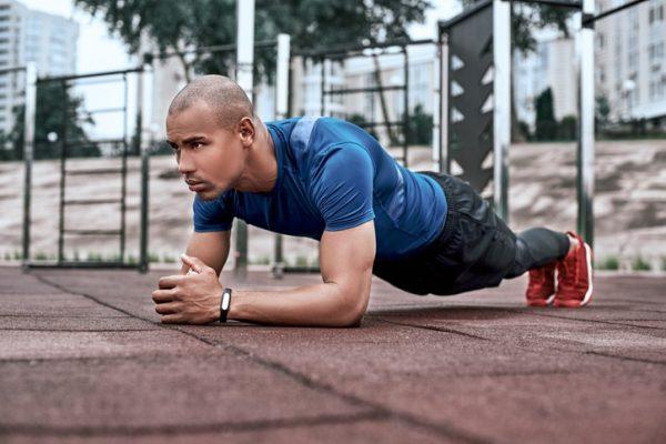 Tu rutina de abdominales para entrenar en la cuarentena del coronavirus sin material plancha