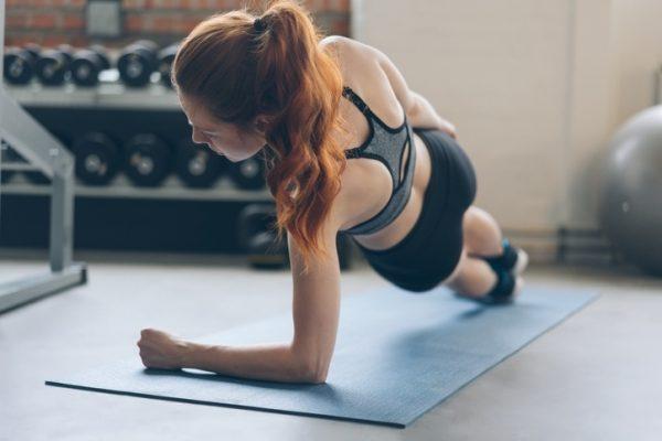 Tu rutina de abdominales para entrenar en la cuarentena del coronavirus sin material plancha lateral copia