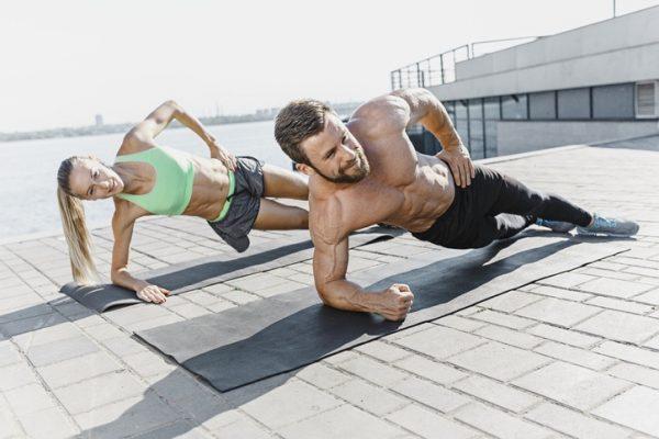 Tu rutina de abdominales para entrenar en la cuarentena del coronavirus sin material plancha lateral movimiento
